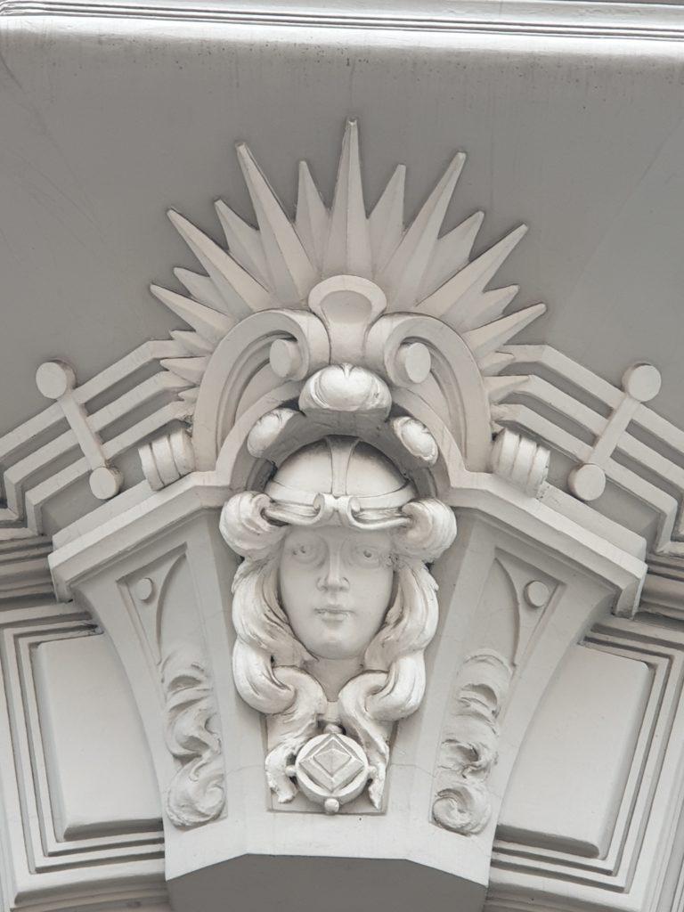 fregio sulla facciata liberty in Elizabetes Iela 10b a Riga