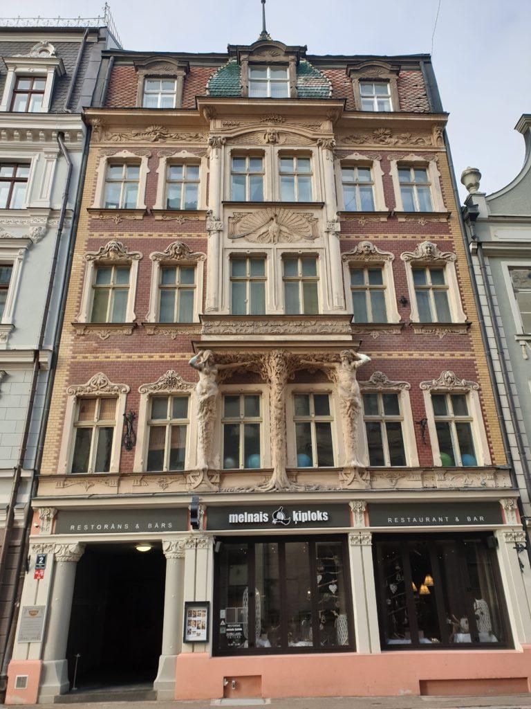 facciata del palaxxo arto nouveau in Smilsu Iela 2 a Riga