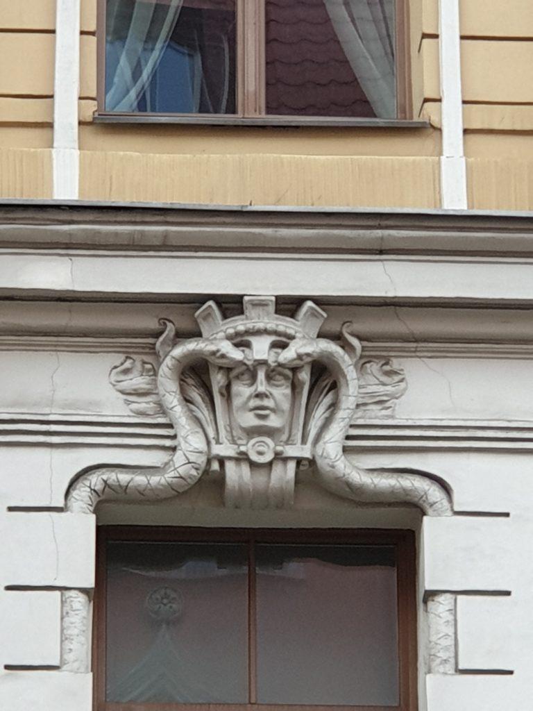 fregio liberty su facciata a Riga