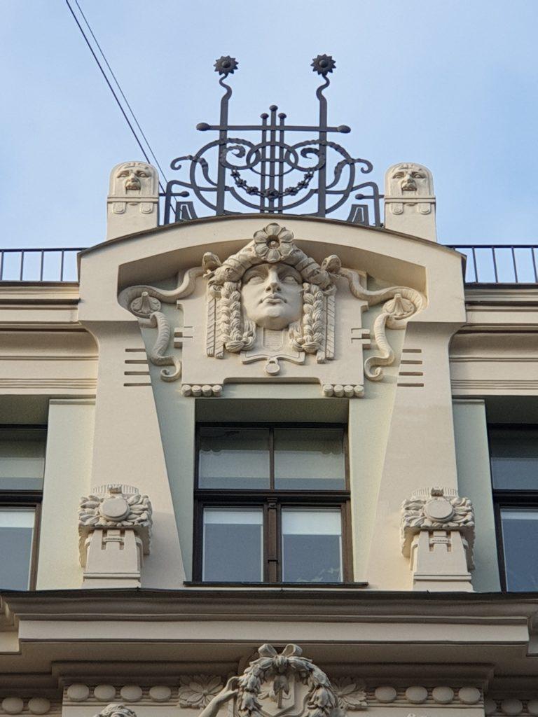 fregio sul palazzo arto nouveau in Smilsu Iela 8