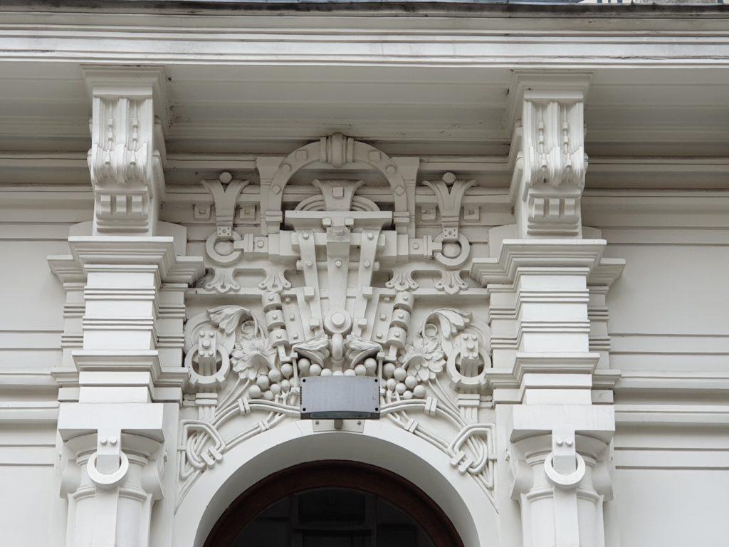 particolare della facciata strelnieku iela 4a a Riga