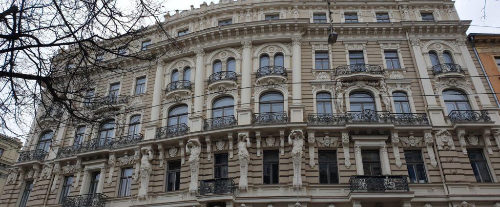 facciata del palazzo in Elizabetes Iela 33 Riga