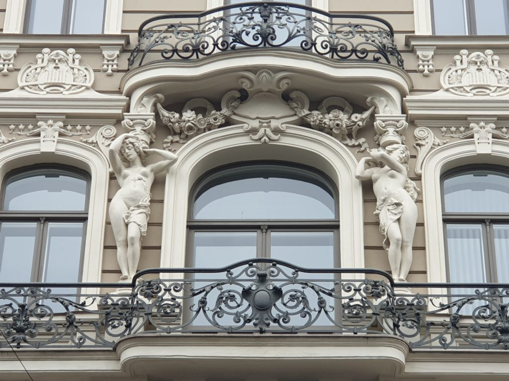 fregi ai balconi palazzo liberty in Elizabetes Iela 33 Riga