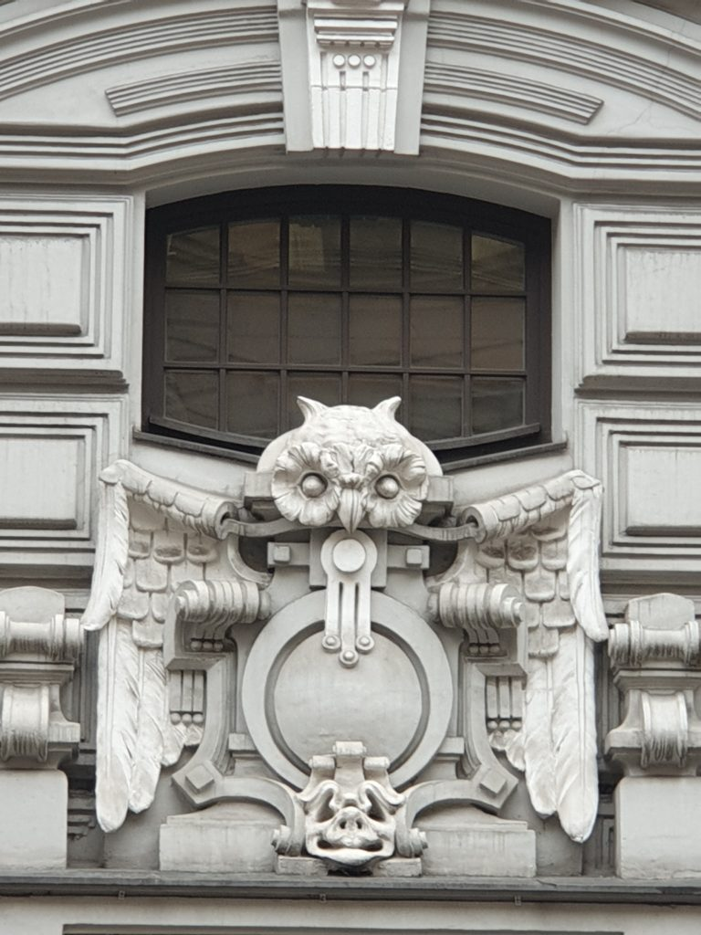decoro gufo palazzo liberty in Elizabetes Iela 10b a riga