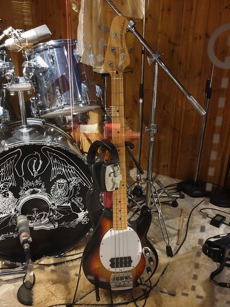 """""""Music Man Stingray"""" Il basso ultilizzato da John Deacon in numerosi concerti"""