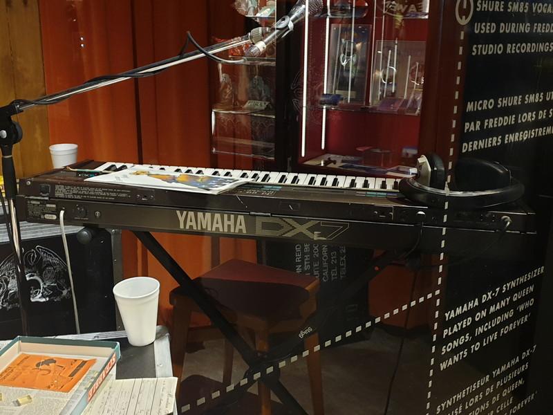 """Il Sintetizzatore Yamaha DX-7 usato dai Queen in molte composizioni, tra cui """"Who Wants To Live Forever"""""""