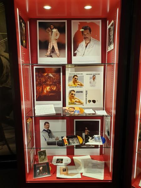 Vetrina Freddie Mercury solo