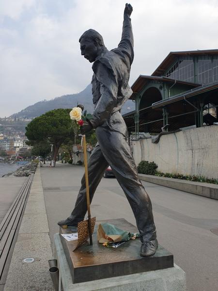Statua di Freddie Mercury a Montreux, lato sx