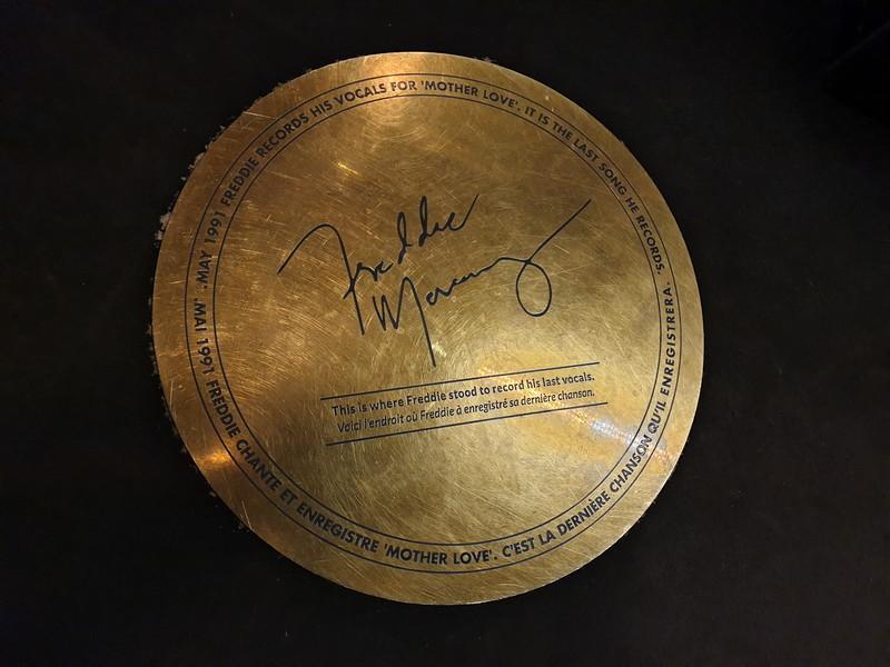 """Targa che indica il punto in cui Freddie Mercury registrò le tracce vocali di """"Mother Love"""""""
