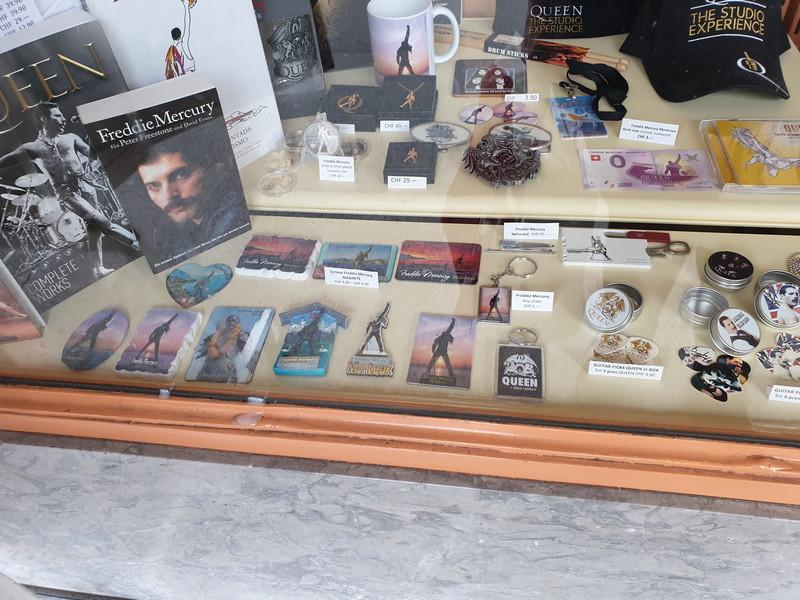 Bazar Suisse Montreux - la vetrina 3